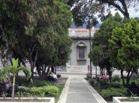 Avenida central del costado sureste de la plaza Bolívar de Mérida. Patrimonio histórico de Venezuela.