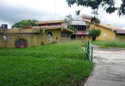 Biblioteca pública en los predios del parque Los Mangos de Barinas, estado Barinas. Venezuela.