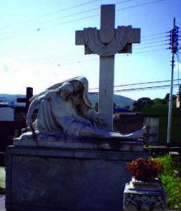 Monumento funerario en el cementerio municipal de Valera, estado Trujillo. Venezuela