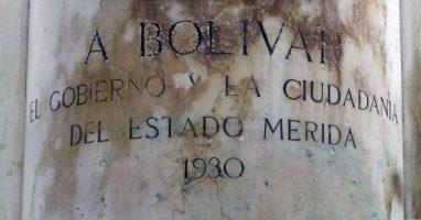 Desvanecimiento de la inscripción en la cara frontal del pedestal. Foto Samuel Hurtado Camargo, 28 de mayo de 2017