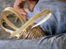 Detalle de la elaboración de cesta. Foto Kevin Vásquez / Flickr.
