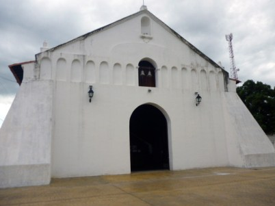 Fachada de la iglesia San Nicolás de Bari, del municipio Obispos del estado Barinas, Venezuela.