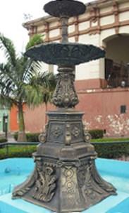 Fuente o pila ornamental de la plazoleta del Mercado de Capacho, municipio Independencia. Estado Táchira, Venezuela.