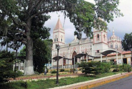 Iglesia de Capacho Nuevo, municipio Independencia del estado Táchira. Foto Perladeamaya Creative Commons, 2014.