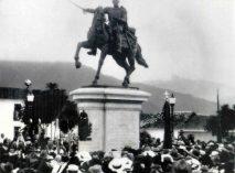 Inauguración del monumento a Bolívar en la plaza homónima de la ciudad de Mérida el 17 de diciembre de 1930. Dig. Samuel Hurtado.
