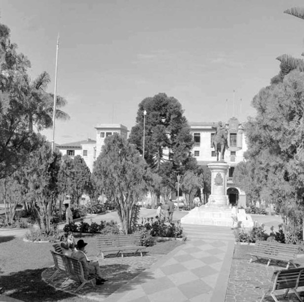La plaza Bolívar recién reinaugurada en 1955. Foto Archivo Histórico de la Universidad de Los Andes