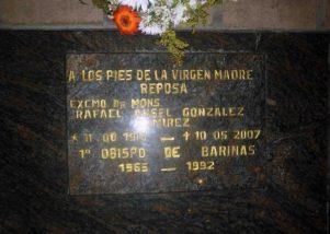 Lápida de la tumba del primer obispo de Barinas. Foto Marinela Araque, 2017.