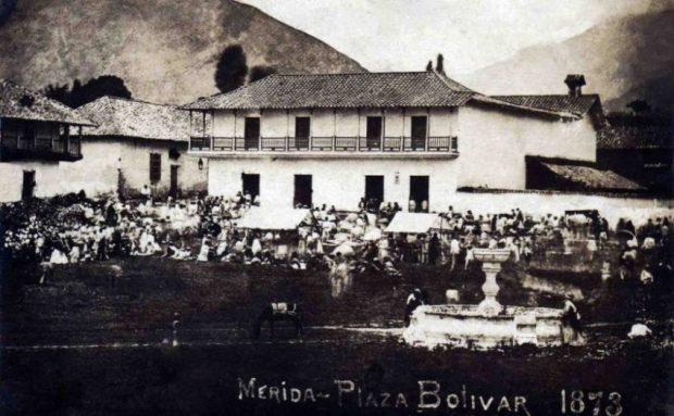 Mercado en la plaza Bolívar de la ciudad de Mérida, Venezuela, en 1873.