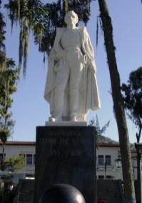 Otra vista frontal de la estatua de Sucre después de su restauración. Foto Samuel Hurtado Camargo, 30 de noviembre de 2006
