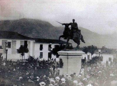 Otro aspecto de la inauguración del monumento a Bolívar en la plaza homónima de Mérida el 17 de diciembre de 1930. Dig. Samuel Hurtado.
