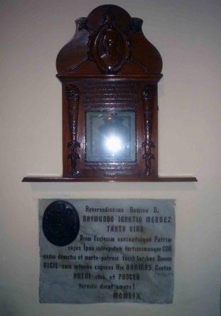 Sarcofago que contiene el corazón del arzobispo Ramón Ignacio Méndez. Foto Marinela Araque, año 2012.