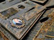 Más de seis mil placas de bronce se han robado del Cementerio del Este entre julio de 2017 y julio de 2018. Foto Sayago.