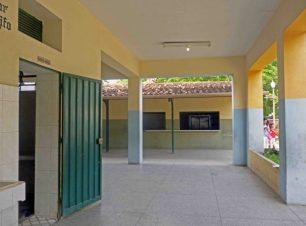 Grupo Escolar Estado Guárico, ubicada en el área lateral derecha del Grupo Escolar Estado Guárico, monumento histórico nacional de Venezuela, en el estado Barinas.