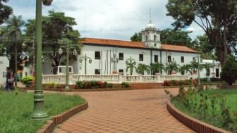 Antigua cárcel Real, hoy convertida en Casa de la Cultura, con su color original. Casco histórico de Barinas. Patrimonio cultural de Venezuela.