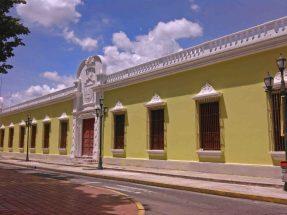 Cambio de la policromía del palacio del Marqués, casco histórico de Barinas. Patrimonio cultural de Venezuela.