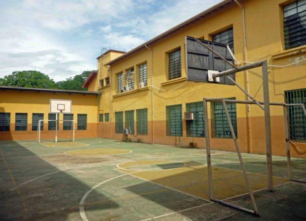 Cancha interna del Grupo Escolar Estado Guárico, monumento histórico nacional de Venezuela, en el estado Barinas.