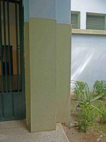Detalles de los muros del Grupo Escolar Estado Guárico, monumento histórico municipal del estado Barinas, Venezuela.