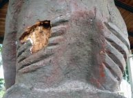 Detalles del deterioro en el costillar de la escultura El Indio. Bien cultural del estado Barinas, Venezuela.
