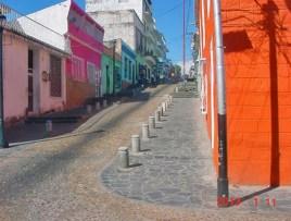 Un bulevar destruyó muchos edificios históricos y desvirtuó la antigua calle Bolívar en el casco histórico de Ciudad Bolívar. Patrimonio cultural de Venezuela.