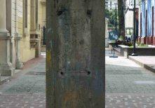El vandalizado pedestal de la estatua del Rector heroico., patrimonio cultural de Mérida. Venezuela.