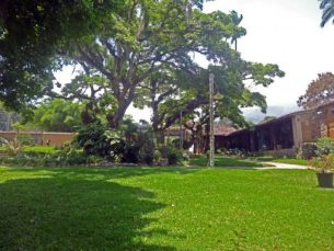 Jardín del Museo Trapiche Los Clavo. Patrimonio cultural de Boconó, estado Trujillo, Venezuela.