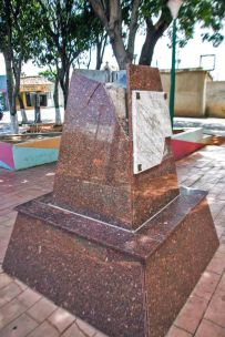 Robo del busto broncíneo de Rafael Urdaneta, y rompieron el pedestal, plaza de Coro.