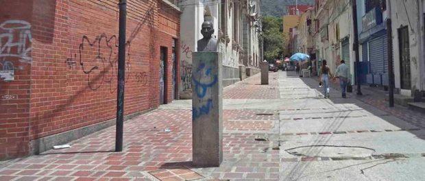 Monumento al obispo Rafael Lasso de la Vega. Patrimonio cultural de la ciudad de Mérida, estado Mérida. Venezuela.