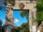 Monumento La Puerta, puerta de entrada a Guárico desde el estado Aragua. Patrimonio histórico de Venezuela.