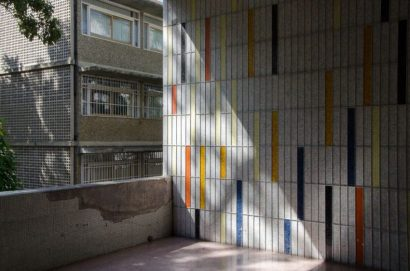 Descascarado mural de Alejandro Otero, en el piso de Ingeniería.Ciudad Universitaria de Caracas, Patrimonio de la Humanidad desde el año 2000. UNESCO.