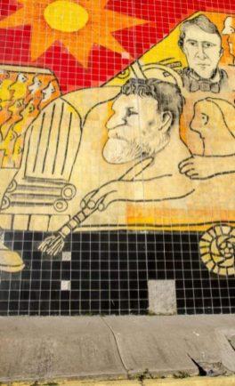 Varios mosaicos faltantes a lo largo del mural de Pedro León Zapata, UCV. Ciudad Universitaria de Caracas, Patrimonio de la Humanidad desde el año 2000. UNESCO.