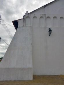 Muro frontal de la iglesia San Nicolás de Bari, monumento histórico nacional de Venezuela.