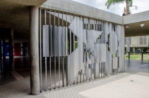 Negativo, mural de Victor Vasarely, acceso principal UCV. patrimonio de la Humanidad, Venezuela.