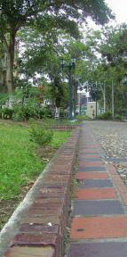 Detalle del material de las caminerías de la plaza Bolívar de Rubio, Táchira. Venezuela