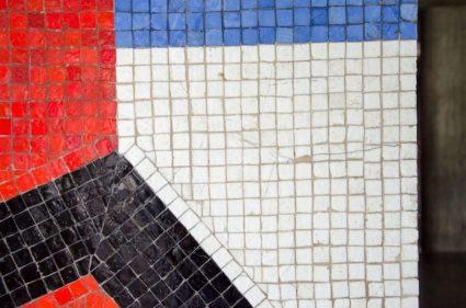 Detalle del mural Sin título (1954), de Mateo Manaure, en el corredor cubierto de la UCV.