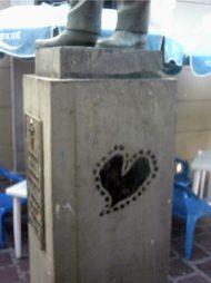 Hasta corazones le pintan al vapuleado monumento al Rector Heroico Carraciolo Parra y Olmedo. Monumento Histórico del municipio Libertador del estado Mérida. Venezuela.