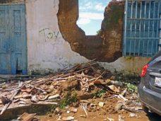 Detalle de la destrucción de la fachada de la casa de los Arvelo. Patrimonio cultural de Barinas, Venezuela, en riesgo.