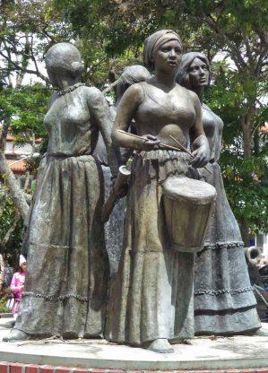 Otra vista de la cara frontal del monumento a Las Heroínas. Monumento a Las Heroínas, en la ciudad de Mérida. Patrimonio cultural de Venezuela.