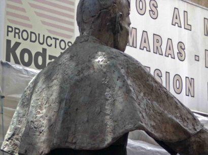 Acentuado deterioro de la estatua de Pulido Méndez. Patrimonio cultural de la ciudad de Mérida, Venezuela.