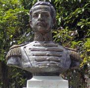 Cara frontal del busto del coronel Luis María Rivas Dávila. Patrimonio histórico del municipio Mérida, estado Mérida. Venezuela.