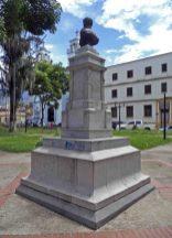 Cara posterior y lateral izquierdo del monumento al coronel Rivas Dávila. Patrimonio histórico del municipio Mérida, estado Mérida. Venezuela.
