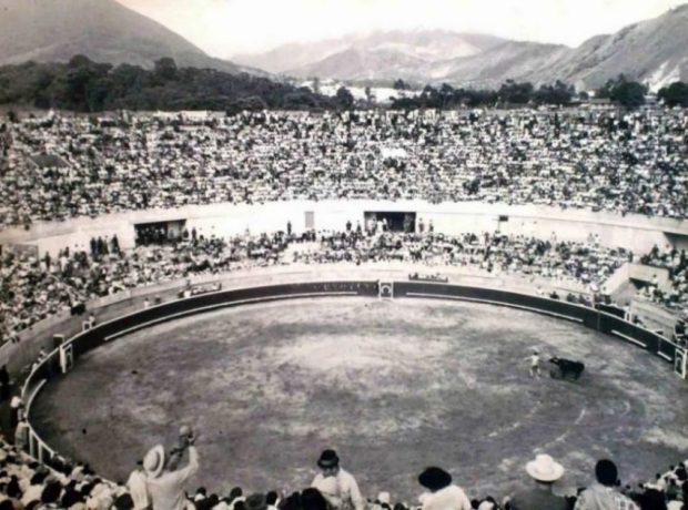 Corrida inaugural en la Monumental de Merida. Foto Archivo Museo Taurino de Mérida, año 1967.. Patrimonio cultural de la ciudad de Mérida, Venezuela.
