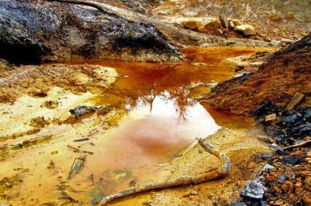 Degradación del paisaje de Lobatera por la contaminante industria del carbón. Patrimonio del estado Táchira, Venezuela.