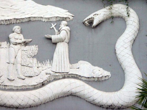 Detalle de la Culebra de Ipure, en el mural de entrada de San Antonio de Capayacuar. Foto Luis Brochero Fotografía.