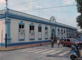 El Palacio Municipal, cuando era sede de la escuela de policía a finales de los 70 cambió de color sus paredes. Archivo Cronista Barinas