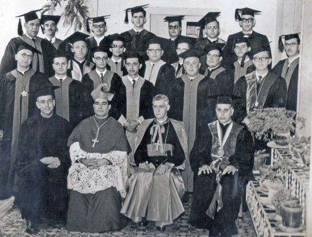 Monseñor José Rafael Pulido Méndez con los fundadores de la UCAB ext. Táchira. Patrimonio cultural de Mérida, Venezuela.