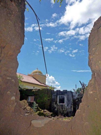 La ruina vista desde la entrada al fondo de lo que fue La Arveleña. Foto Marinela Araque, 8 de agosto 2017. Patrimonio cultural de Barinas, Venezuela, en peligro.
