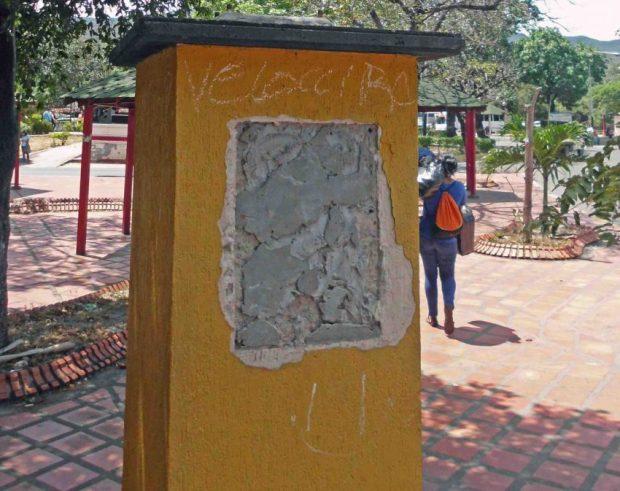 Plazoleta en homenaje a la creación de la Guardia Nacional, donde también robaron la placa y el busto de un soldado elaborado en bronce. Patrimonio cultural venezolano en peligro.