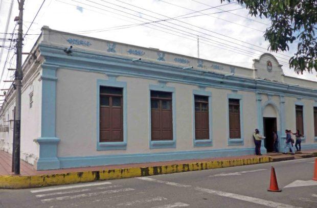 La actual combinación cromática del Palacion Municipal o sede de la alcaldía de Barinas. Patrimonio arquitectónico de Venezuela.