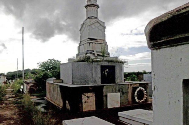 Tumba del fundador de El Callao, Antonio Liccioni, en el cementerio histórico de Ciudad Bolívar. Patrimonio cultural de Venezuela en peligro.