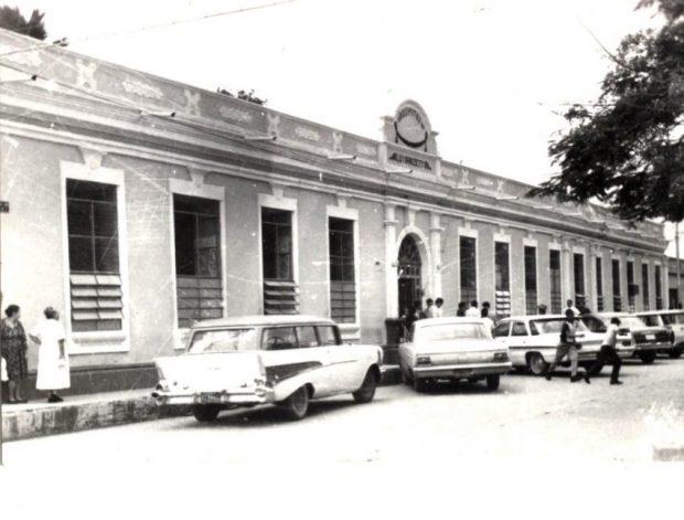 Vista de la edificación cuando era la sede del Viejo Hospital Luis Razetti, hoy sede del gobierno municipal de Barinas. Patrimonio cultural de Venezuela.